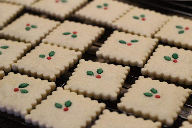 Christmas Shortbread Cookies Recipe via bakeforcoffee.com