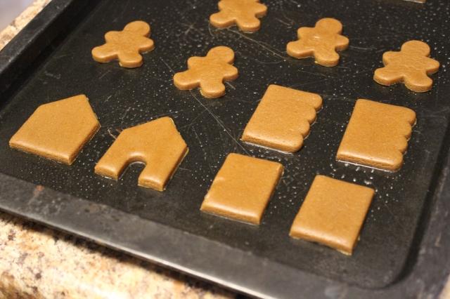 Mini Gingerbread Houses via bakeforcoffee.com